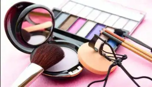 Use these makeup tricks in this hot summer