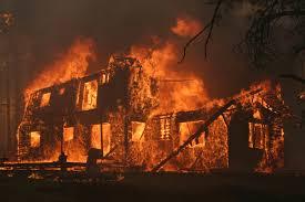 लोग टूट जाते हैं एक घर बनाने में